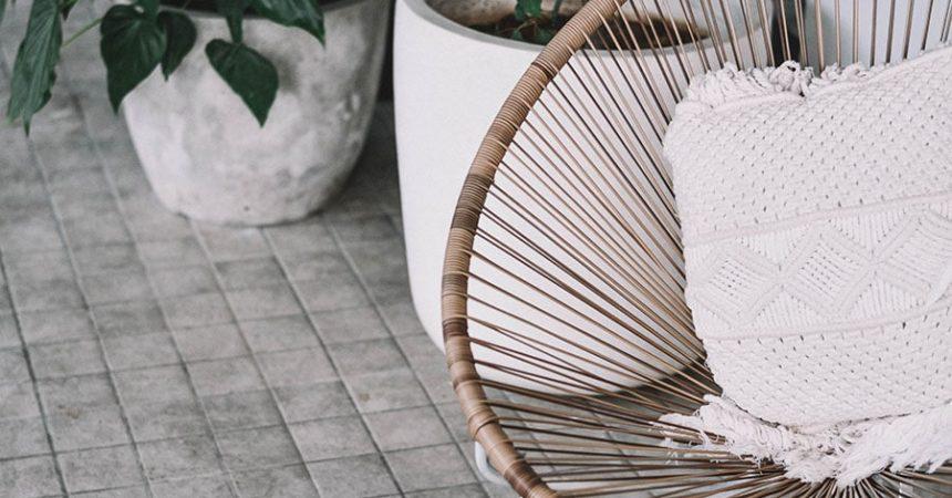 Eko trendy, czyli jak wykorzystać meble ogrodowe w modnym mieszkaniu?
