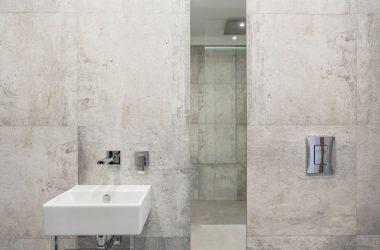 Jak wizualnie powiększyć małą łazienkę?