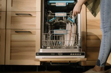 Jak układać naczynia w zmywarce i ją prawidłowo załadować?