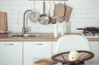 Jakie akcesoria kuchenne powinny znaleźć się w każdej kuchni?