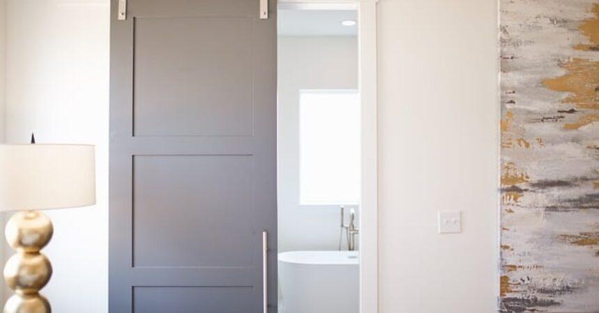 Najważniejsze cechy drzwi łazienkowych