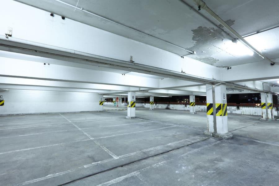 miejsce parkingowe w garażu